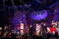HYDEハーレイ・クインに釘付け! 『HALLOWEEN PARTY 2016』幕張初日公演をレポート