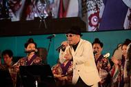 """かりゆし58率いる""""島ぜんぶでおーきなバンド""""、『沖縄国際映画祭』クロージングライブで名曲連発!"""