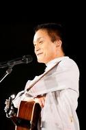8作目のオリジナル・アルバム『どーも』が初週売上1位を獲得した小田和正 Listen Japan