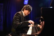 ドラマ「コウノドリ」の音楽監修のピアニスト・清塚信也による「コウノドリ Xmas ライブ」が12月15日(水)に行われた。 (c)TBS ドラマ「コウノドリ」の音楽監修のピアニスト・清塚信也による「コウノドリ Xmas ライブ」が12月15日(水)に行われた。 (c)TBS