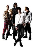 動画コメントでは流暢な日本語を披露、オープニング主題歌を担当しているfade ListenJapan
