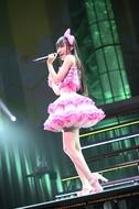 小倉唯ファン投票企画第2弾では、1stアルバムリード曲「Happy Strawberry」に軍配