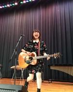 12月24日(木)、Sakuが母校の高校にてクリスマスライブを実施