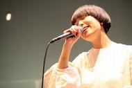 小林武史プロデュース・ミスチル桜井楽曲の両A面シングル「青空/magic」をリリースするSalyu Listen Japan