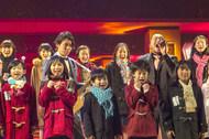 「第57回輝く!日本レコード大賞」にて児童合唱団とコラボするクマムシ(写真はリハーサルの模様) (c)TBS 「第57回輝く!日本レコード大賞」にて児童合唱団とコラボするクマムシ(写真はリハーサルの模様) (c)TBS