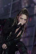 20周年ライヴ2Daysでヒット曲の数々を披露したL'Arc〜en〜Cielのhyde(Vo.)