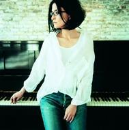 アンジェラ・アキが所属レコード会社から打ち上げパーティーを生配信
