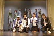 初のワンマンライブで3DCGテニプリキャラと共演を果たした「新テニスの王子様」の原作者・許斐 剛(写真左から2番目)。その他写真左より、ゲストの小越勇輝、皆川純子、ササキオサム