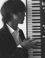 レコーディング風景をUstで生中継する中塚武 Listen Japan