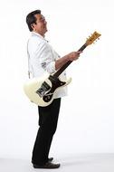 『題名のない音楽会』の記念企画「しりとり歌合戦」に出演する加山雄三 Listen Japan