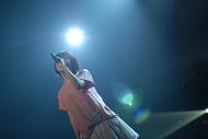 デビュー13周年の記念日にNHKホールでライブを行ったaiko