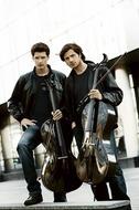 マイケルやガンズを熱演するチェロ奏者2CELLOSが9月日本デビュー Listen Japan