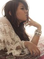 新曲「Never Let Me Go」PVを公開した中村舞子