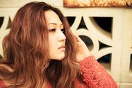 配信シングル「まだ、そばにいたい」をリリースした中村舞子