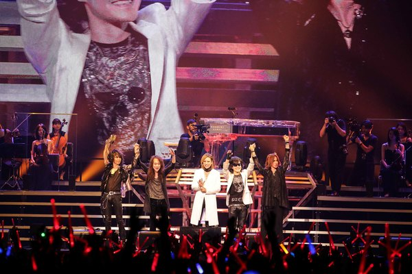 """X JAPAN、YOSHIKIが""""生きる目標""""と言い切る バンド初の全編アコースティックツアー開幕!"""