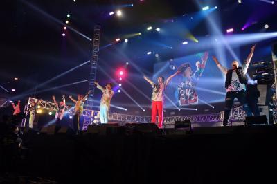 GENERATIONS、名曲「Y.M.C.A.」カバーで8000人の観客とYMCAポーズ!