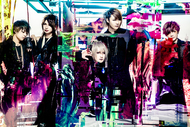 L→R まゆ(Gu)、Rei(Ba)、夕霧(Vo)、風弥〜Kazami〜(Dr&Piano)、なお(Gu)