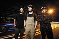 L→R KOUICHI(Dr&Cho)、TAKUMA(Vo&Gu)、NAOKI(Ba&Vo)