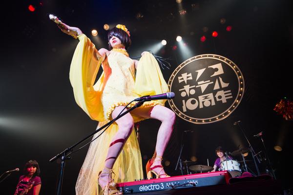 キノコホテル、創業記念日に開催した赤坂BLITZでの単独公演を2CD&DVDに!