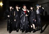 L→R オレオレオナ(Key)、F チョッパー KOGA(Ba)、FUKI(Vo)、TOMO-ZO(G)、はな(Dr)