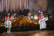 【SILENT SIREN ライヴレポート】『5th ANNIVERSARY SILENT SIREN LIVE TOUR 2017 『新世界』〜奇跡〜』2017年11月14日 at 日本武道館