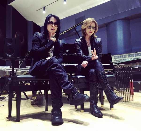YOSHIKIのレコーディングスタジオにHYDEが登場!