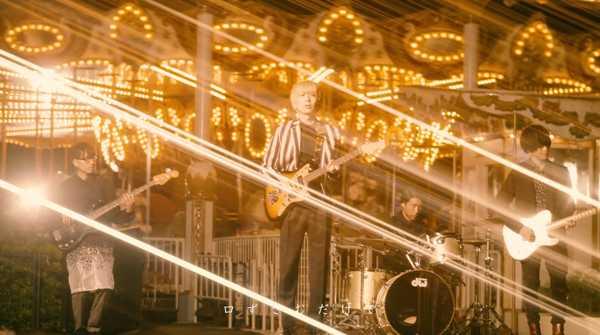 indigo la End、新アルバムより光るメリーゴーラウンドの前での演奏シーンが美しい「心の実」MV公開