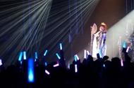 香港ライブにて、着物をモチーフにした和テイストな衣装に身を包んだ黒崎真音