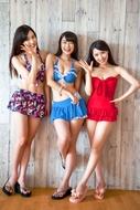 """""""全日本美声女コンテスト""""でグランプリを受賞した辻美優、準グランプリを受賞した花房里枝・高橋美衣の3人が、初の水着姿を公開イベントで披露"""