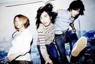 コンテンポラリーな生活 写真左から藤田彩(Ba.)、朝日廉(Vo.&Gt.)、酒井俊介(Dr.)
