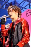 """BREAKERZ、新曲リリースイベントで""""うぃっしゅ""""に次ぐ新ポーズ披露"""