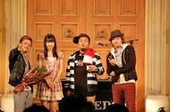CLIFF EDGEの新曲PVに出演しているAKB48の柏木由紀と記念写真