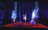 「heavenly blue」ミュージックビデオからの場面カット