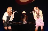 イベント「RED RIBBON LIVE 2009」で共演した「may×2 project」(メイメイ・プロジェクト)