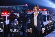 米倉涼子主演 映画『交渉人 THE MOVIE〜タイムリミット高度10000mの頭脳戦〜』より