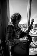 2010年3月、5年振りの武道館公演を行う斉藤和義 Listen Japan