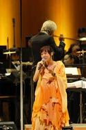 オーケストラをバックに一青 窈がスペシャルライヴを開催 Listen Japan