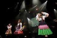 最新シングル「光の旋律」のジャケ写と同じ衣装でアンコールを披露したKalafina