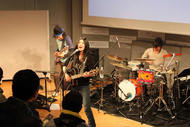 4月にメジャーデビューするシンガーソングライター、舞花がフリーライヴを開催