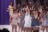 「CanCam SUPER KAWAII COLLECTION 2010」でライヴを披露したMAY'S
