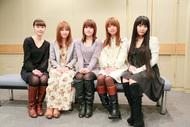 キャストの皆さんの集合写真(左から能登麻美子さん、喜多村英梨さん、佐藤利奈さん、井口裕香さん、ゆかなさん)