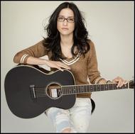 アンジェラ・アキ、初のギター弾き語り「輝く人」をリリース