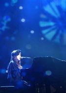 """よりシンプルに""""新居昭乃""""の音楽に触れる機会とあって、ファンには嬉しい追加公演となりそうだ。"""