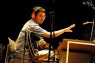 歌入れから楽器まで全て一人で行った奥田民生「ひとりカンタビレ」ツアー