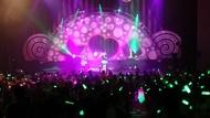 春奈るな(写真中央)のライブ大阪公演にGARNiDELiAがゲスト出演