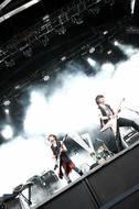 「JAPAN TOUR 2010 2nd STAGE」をスタートしたブンブンサテライツ