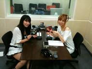 「Radioなおしゃべる。」収録風景(左:nao、右:榊原ゆい)