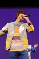 「ポケモン」映画試写会でアニメOPテーマ「ゲッタバンバン」を歌う佐香智久が出演