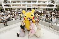 ラゾーナ川崎 ルーファ広場にて開催されたイベントに出演した(写真左より)植野有砂、安田レイ、藤田ニコル