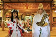 了法寺の中里住職(右)と、とろ美さん